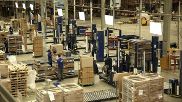 Improving warehouse responsiveness by job priority management: A