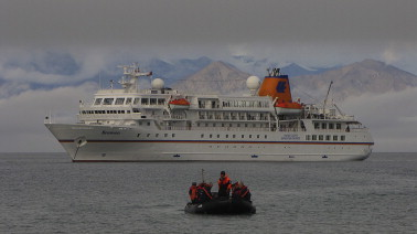 Governance of Arctic expedition cruise ships in a time of
